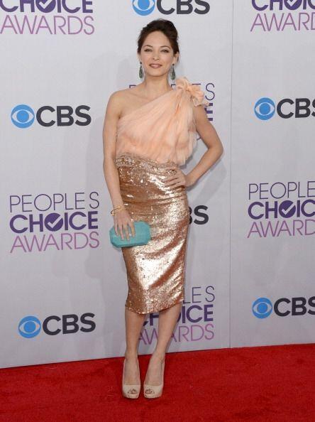 La combinación de colores y texturas que hizo Kristin Kreuk no convenció...
