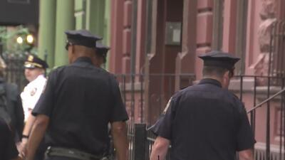 Encuentran a un hispano muerto con heridas de cuchillo en medio de una calle de Nueva York