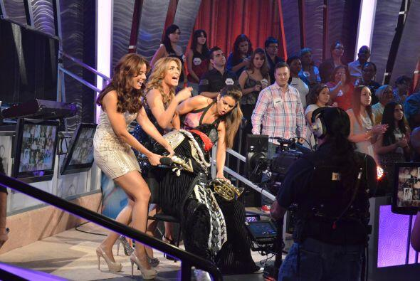 El Chacal sufrió un desmayo por la emoción de ver a Alejandra interpreta...