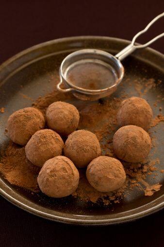 Postre:  Trufas de chocolate Ingredientes: 8 onzas de chocolate negro de...