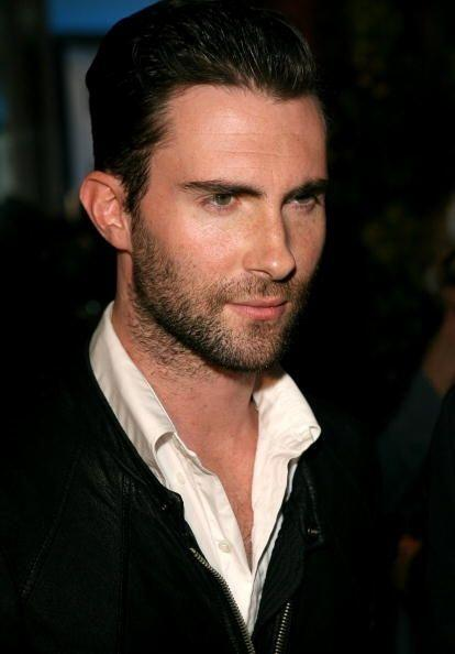 Ese 'look' un tanto desenfadado de barba sombreada se han convertido en...