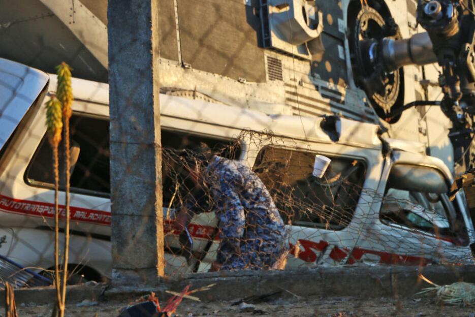 Helicóptero de SEDENA cae en Oaxaca con saldo de al menos 13 muertos civ...