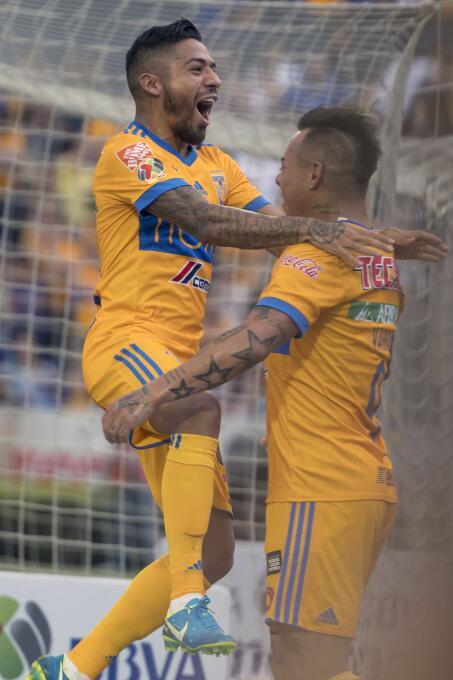 De la mano de Eduardo Vargas, Tigres derrotó a Lobos BUAP Javier Aquino...