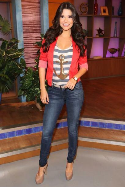 Febrero 27, 2014: Look y actitud de viernes. ¡Los jeans no pueden...