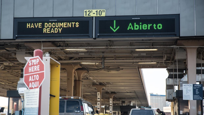 Acceso a El Paso, Texas, por el puente de Santa Fe.