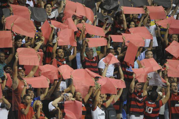 Miles de aficionados se dieron cita en el estadio Engenhao de Río de Jan...