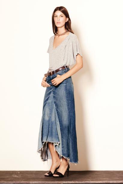 Si las minis no son lo tuyo, una falda larga en mezclilla será tu opción...