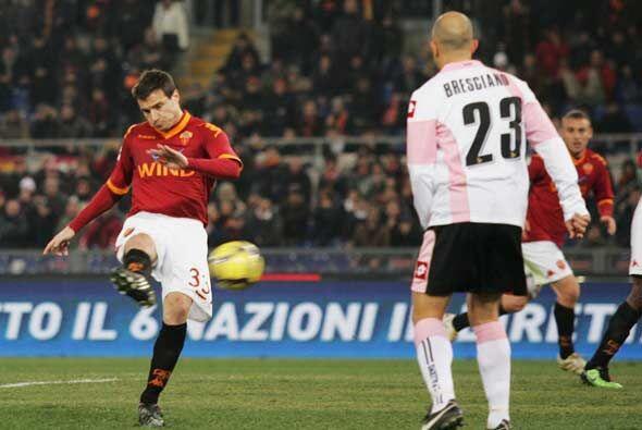 La Roma recibió al Palermo y Matteo Brighi hizo el primer gol con este d...