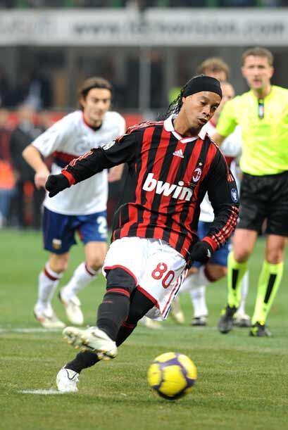 Pero el gran protagonista fue Ronaldinho, quien exhibió su mejor juego,...