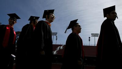 ¿Cómo y dónde conseguir becas universitarias en California?
