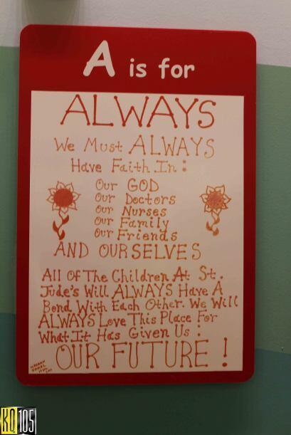 En uno de los pasillos del hospital deSt. Jude nos topamos con el...