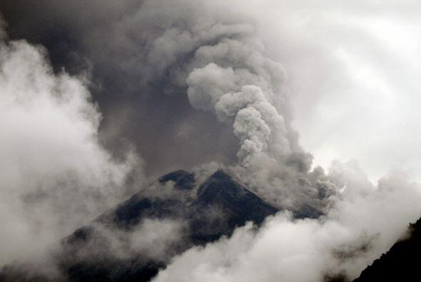 El magma cayó por las quebradas de la montaña y cubrió de un manto de po...