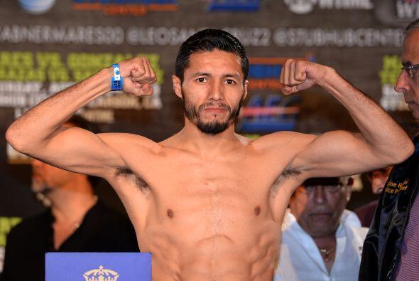 El retador Jhonny González marcó 125 libras.