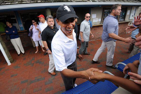 El miércoles, Obama llevó a su familia y algunos amigos a un restaurante...
