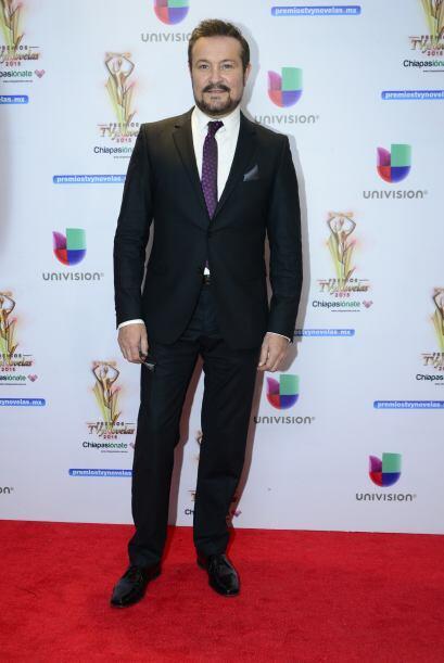 Arturo Peniche se tiene bien merecido el aparecer entre los elegantes de...
