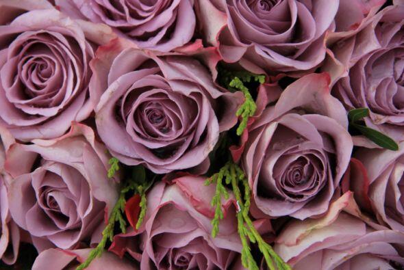 ¡Las flores son un elemento que nunca debe faltar! Sigue con esta bella...