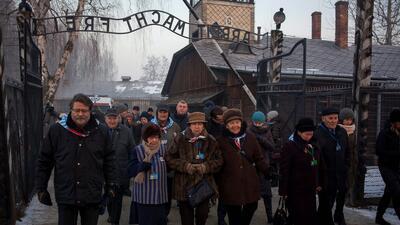 En fotos: sobrevivientes del campo de exterminio de Auschwitz conmemoran el día de su liberación