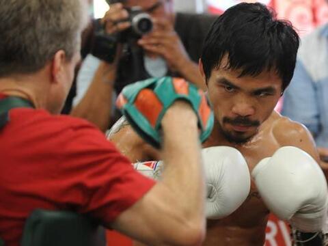 El filipino Manny Pacquiao entrena duro y a conciencia para su pr&oacute...