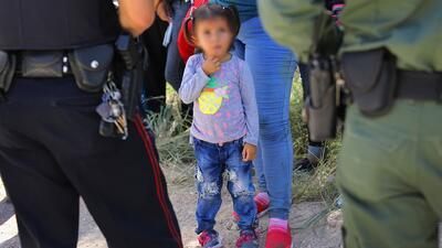 Los millonarios aportes que ha recibido una organización que tiene bajo su custodia a los niños migrantes separados de sus padres