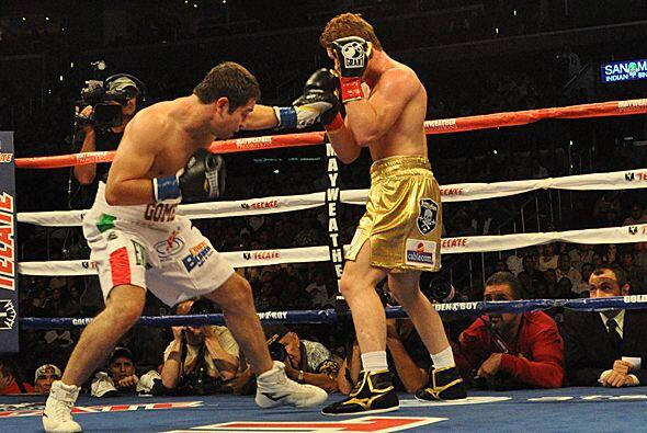 En general la defensa de  'Canelo'  fue buena y Gómez lució fuera de dis...