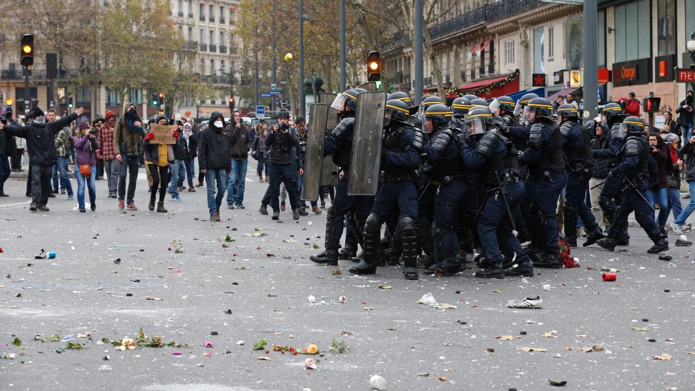 Policías antidisturbios.