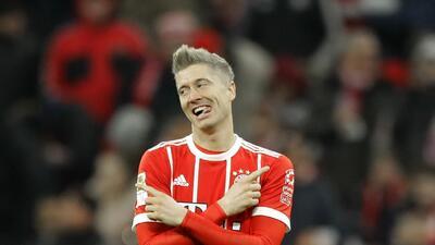 Bayern Munich sigue con paso firme como líder de la Bundesliga con doblete de Lewandowski