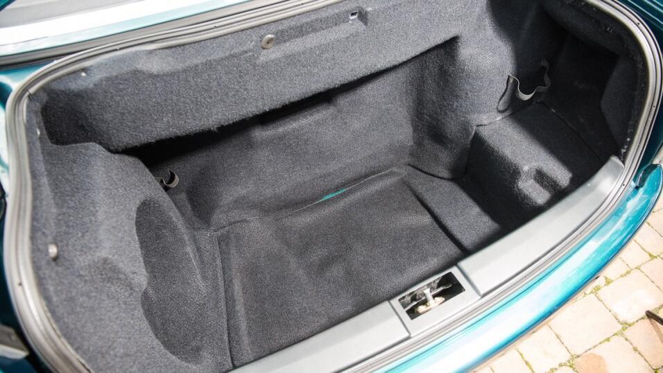 Tú también puedes pasear en el convertible de la Princesa Diana image-th...