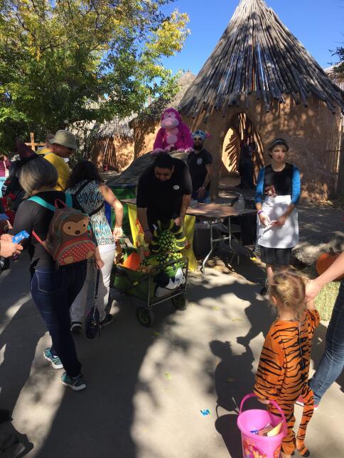 Zoo Boo 2016! Dave n Busters (6).JPG