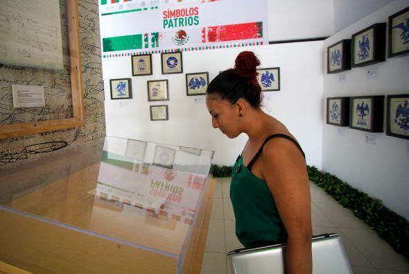 """Las exposiciones """"Imágenes en Talavera del Águila Mexicana"""" y """"Símbolos..."""