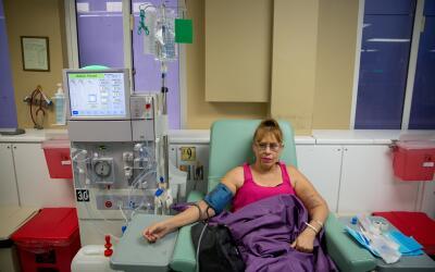 Esther Pabón, de 53 años, dice que tiene miedo. Siente que los recortes...