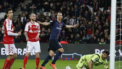 Ibrahimovic alimenta la racha del París Saint-Germain en la goleada 4-1 al Reims