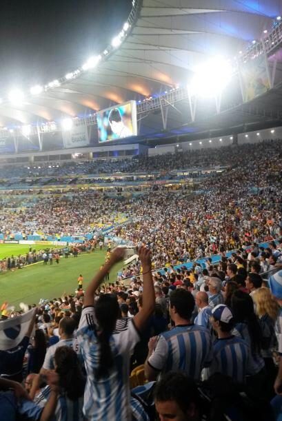 También nos tomó una fotografía del estadio y toda la fanaticada.