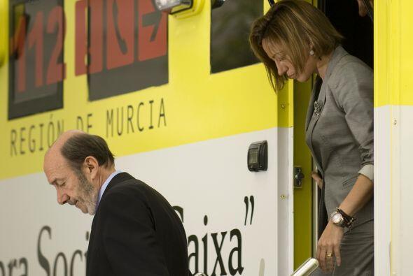 El ministro Alfredo Pérez Rubalcaba y la ministro de Defensa de España,...
