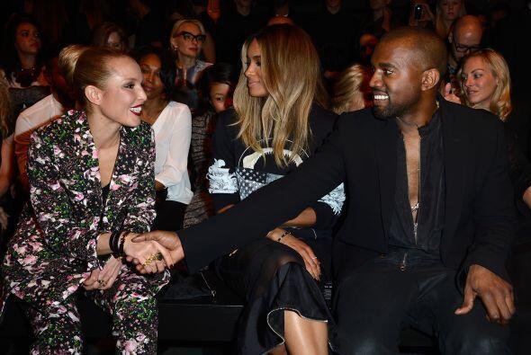 Kanye también fue el centro de atención antes de comenzar el evento.
