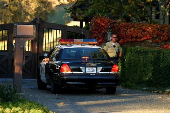 """En 2005 la policía allanó """"Neverland"""" en el curso de la investigación in..."""
