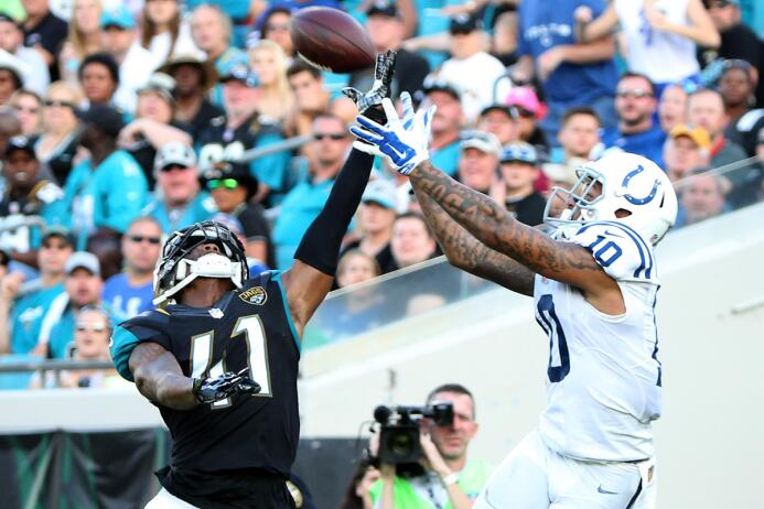 Los Jaguars apabullaron a los Colts 51-16 y con ello ganaron terreno en...