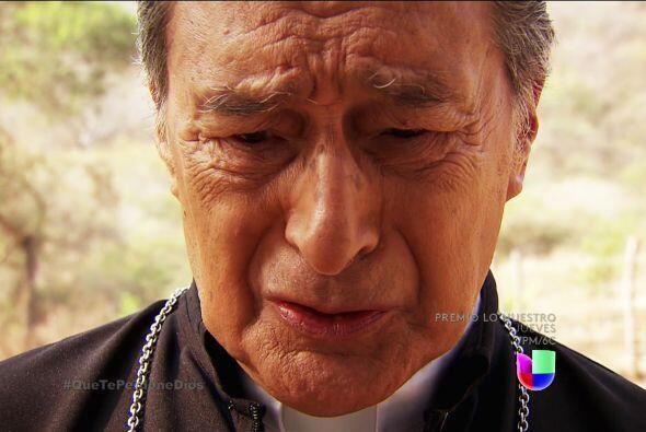 ¡Sí, el padre Francisco los descubrió dándose unos besos llenos de pecado!