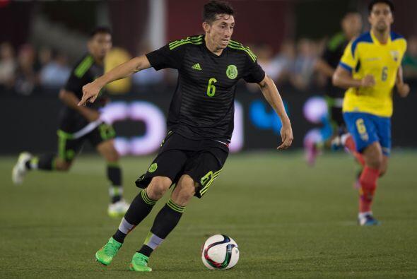 Siguiendo en la línea media cancha Héctor Herrera fue otro de los jugado...