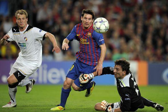 Messi hizo jugadas de pizarrón pero falló en la definición.