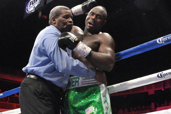 Lateef Kayode protestó con vehemencia la decisión de Byrd.