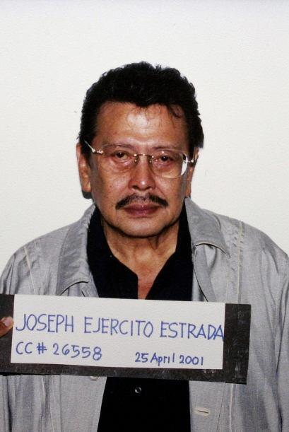 Joseph Ejercito Estrada fue electo para gobernar la isla de Filipinas en...