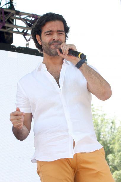 El cantante sorprendió al público con sus nuevas canciones.