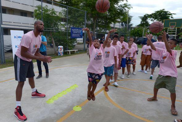 Un total de 40 niños y 24 niñas que fueron seleccionados por el campo av...