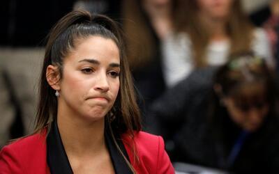 La gimnasta Aly Raisman acudió a la corte en Michigan para declar...