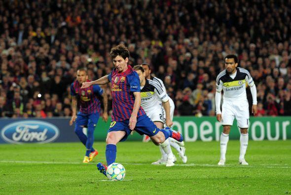Messi ejecutó el penal pero la pelota pegó en el travesaño.