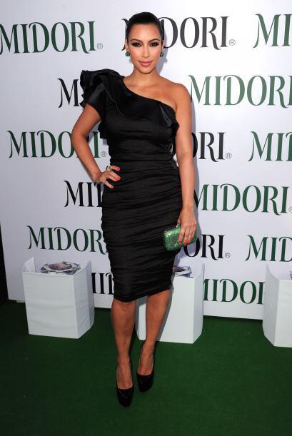 Kim Kardashian, la mujer de negro b2c6c1f94e6d49dda7f64343d8d84082.jpg