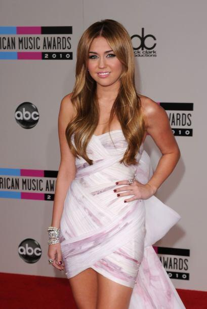Miley pone una sonrisa aunque las cosas no están muy bien para su famili...