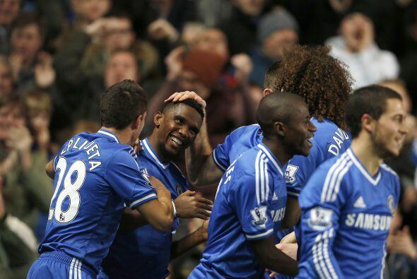 El camerunés Samuel Eto'o firmó un 'hat trick' en la visita del Manchest...