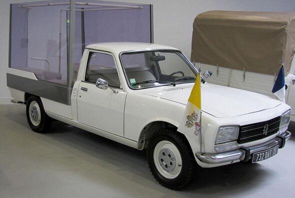 Peugeot 504: En 1981, en la visita a Lyon, Juan Pablo II utilizó un Peug...