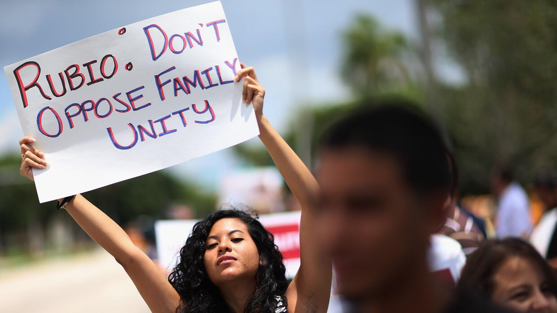 Protesta contra Rubio en 2013 en Doral, sur de Florida